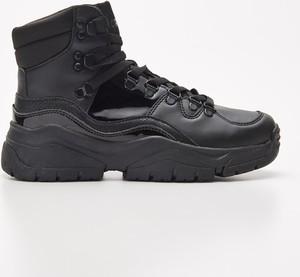 Sneakersy Cropp sznurowane