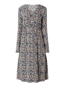 Sukienka Pieces z dekoltem w kształcie litery v z długim rękawem w stylu casual