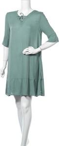 Sukienka Yerse z okrągłym dekoltem mini z długim rękawem
