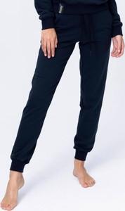 Czarne spodnie sportowe Reezy z dresówki