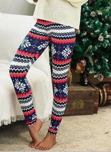 Spodnie sportowe Sandbella w bożonarodzeniowy wzór z dresówki