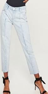 Niebieskie jeansy Reserved w młodzieżowym stylu