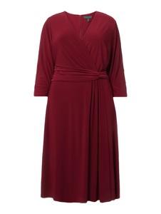 Czerwona sukienka Lauren Curve z dekoltem w kształcie litery v w stylu casual rozkloszowana