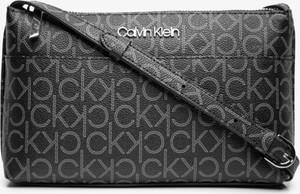 Torebka Calvin Klein z nadrukiem na ramię
