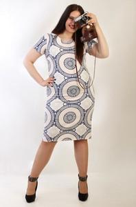 Sukienka Oscar Fashion dopasowana z krótkim rękawem z okrągłym dekoltem