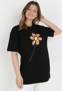 Czarny t-shirt born2be z okrągłym dekoltem