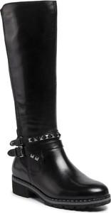 Czarne kozaki Caprice przed kolano w stylu casual z płaską podeszwą