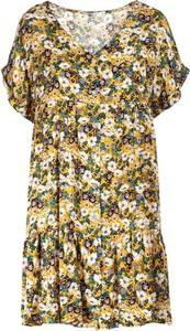 Sukienka Multu w stylu casual z krótkim rękawem z dekoltem w kształcie litery v