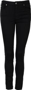 Czarne jeansy ubierzsie.com z tkaniny