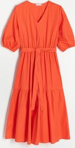 Czerwona sukienka Reserved trapezowa w stylu casual z krótkim rękawem