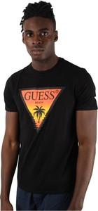 Czarny t-shirt Guess w młodzieżowym stylu z krótkim rękawem z bawełny