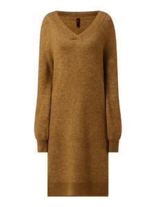 Sukienka YAS z wełny z dekoltem w kształcie litery v prosta