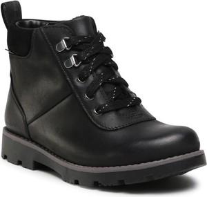 Czarne buty dziecięce zimowe Clarks sznurowane z goretexu