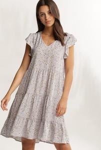 Sukienka Renee z krótkim rękawem w stylu casual z dekoltem w kształcie litery v