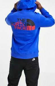 Niebieska bluza The North Face w młodzieżowym stylu