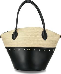 Czarna torebka Furla na ramię