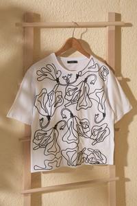 Bluzka Trendyol w młodzieżowym stylu z okrągłym dekoltem