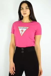 Różowy t-shirt Guess w młodzieżowym stylu z okrągłym dekoltem z krótkim rękawem