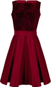 Czerwona sukienka Camill Fashion z okrągłym dekoltem bez rękawów dla puszystych