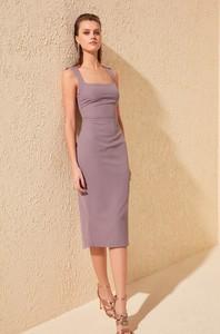 Fioletowa sukienka Trendyol midi prosta
