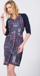 Sukienka QUIOSQUE mini z długim rękawem z dekoltem w kształcie litery v