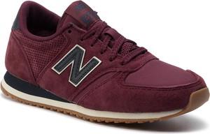 Czerwone buty sportowe New Balance z płaską podeszwą sznurowane