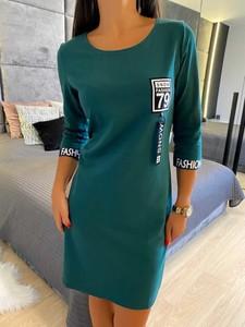 Zielona sukienka ModnaKiecka.pl mini z okrągłym dekoltem z długim rękawem