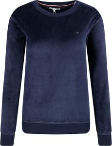 Niebieska bluza Tommy Hilfiger krótka w stylu casual