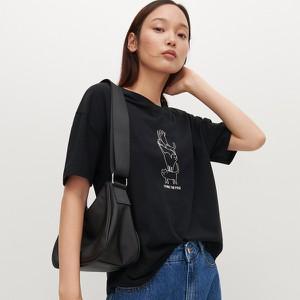 Czarny t-shirt Reserved z nadrukiem z bawełny z krótkim rękawem