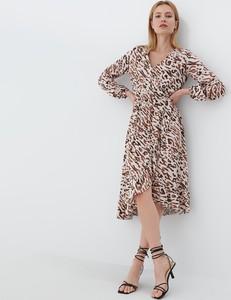 Sukienka Mohito z dekoltem w kształcie litery v z długim rękawem