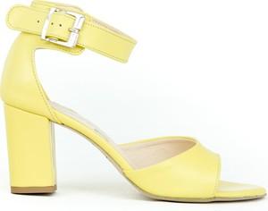 Żółte sandały Zapato z klamrami z zamszu