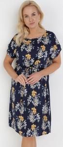 Granatowa sukienka born2be trapezowa z okrągłym dekoltem