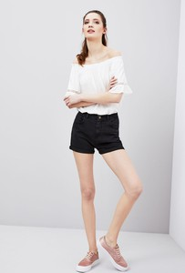Czarne szorty moodo.pl w młodzieżowym stylu z jeansu