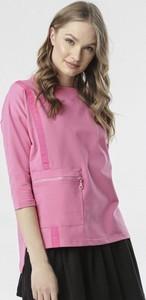 Różowa bluzka born2be z okrągłym dekoltem w stylu casual
