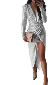 Sukienka Kendallme z dekoltem w kształcie litery v z długim rękawem asymetryczna