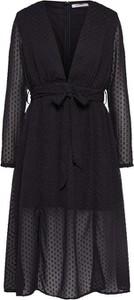 Czarna sukienka Glamorous rozkloszowana z dekoltem w kształcie litery v