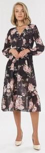 Sukienka born2be z dekoltem w kształcie litery v w stylu boho