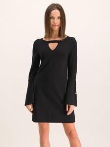 sukienka guess czarna stylowo i modnie z Allani