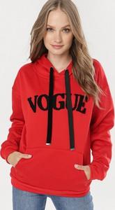 Czerwona bluza born2be w młodzieżowym stylu