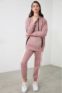 Różowy dres Trendyol