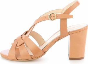 Sandały Prima Moda z klamrami na obcasie na średnim obcasie