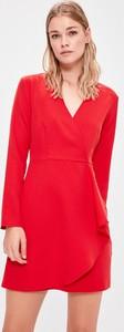 Czerwona sukienka Trendyol z dekoltem w kształcie litery v