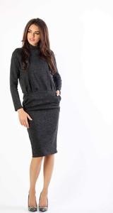 Czarna sukienka Nommo z długim rękawem w stylu casual midi