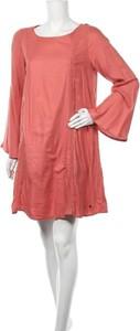 Różowa sukienka Roxy prosta