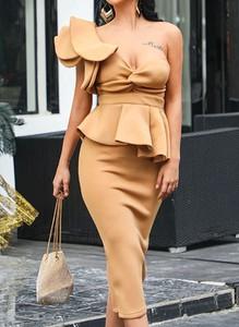 Brązowa sukienka Arilook bez rękawów ołówkowa midi