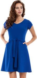 Niebieska sukienka MOE mini z okrągłym dekoltem