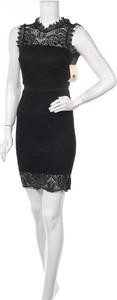 Czarna sukienka William mini z okrągłym dekoltem bez rękawów