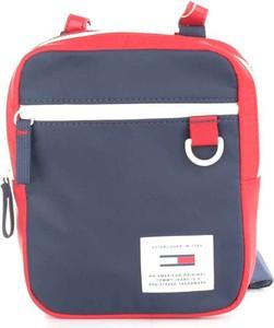 Niebieska torebka Tommy Hilfiger średnia na ramię