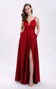 Czerwona sukienka Butik Ecru z dekoltem w kształcie litery v