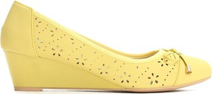 Żółte czółenka Multu